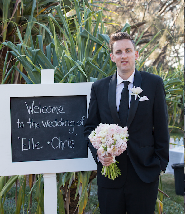 groom holding bouquet at Noosa Weddig