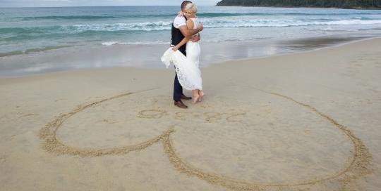 Noosa beach wedding ceremony