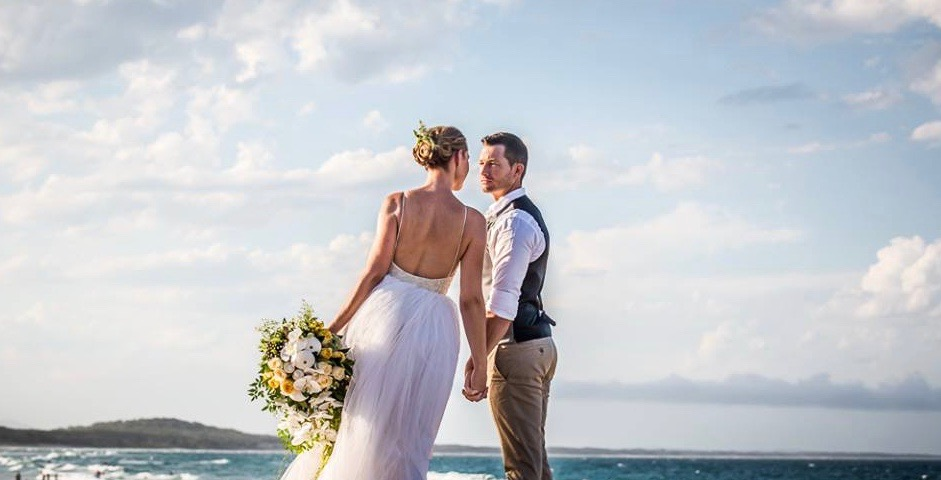 Noosa Beach Wedding, Celebrant Patricia Quinn